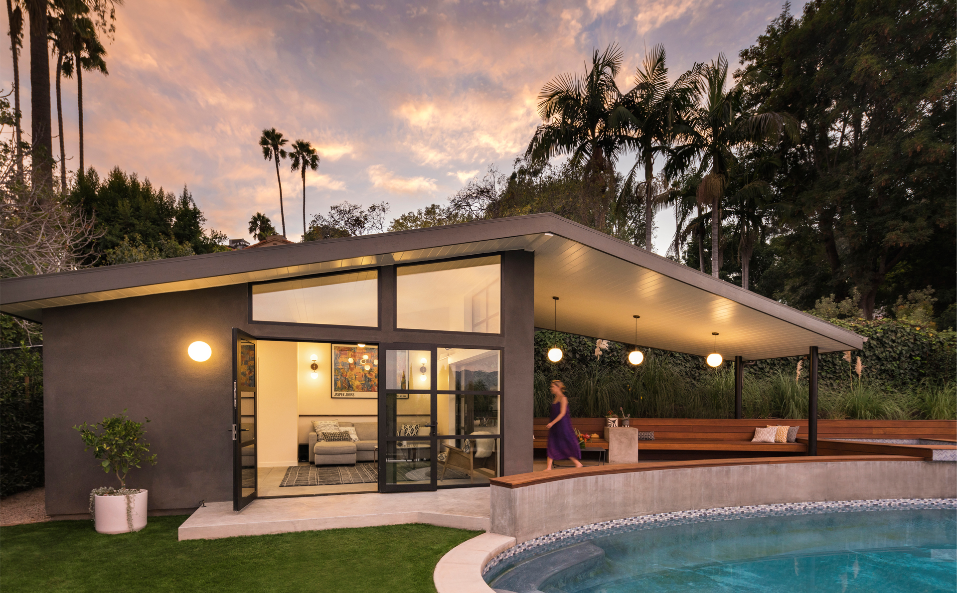 008-los-feliz-pool-house-california-fleetwood-sliding-door-modern-globe-lighting